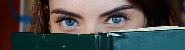 blue-eyes-1684954_640